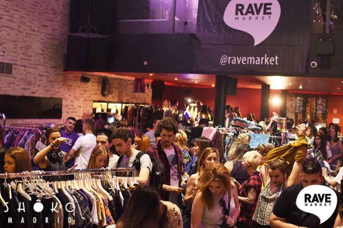 "Gente cool en Rave Market ""Welcome Summer""."