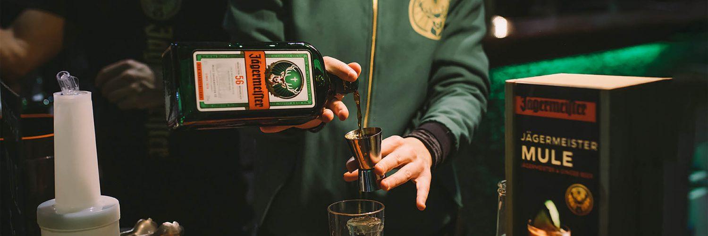 RAVE MARKET. Preparación cocktail MULE.Jägermeister